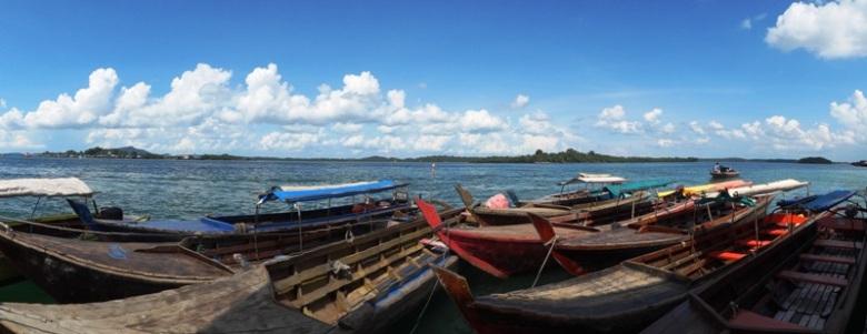 kapal di pelabuhan rakyat Sagulung