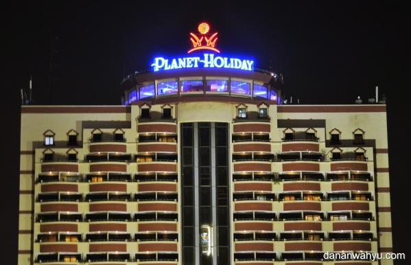 lift transparan Planet Holiday Hotel