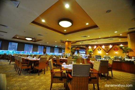 ruang makannya luas dan makannya melimpah pas buat yang berbodi bongsor kaya sayah