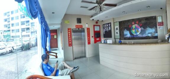 Lobi Dragon Inn Hotel