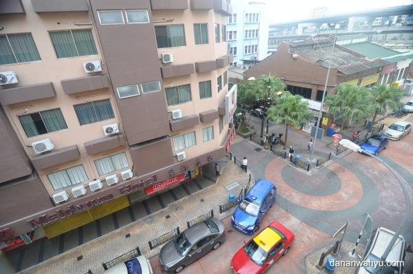 pemandangan dari kamar hotel