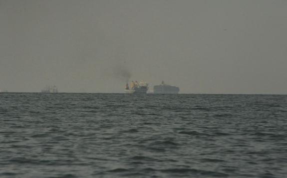 kapal mondar-mandir menjaga wilayah perairan