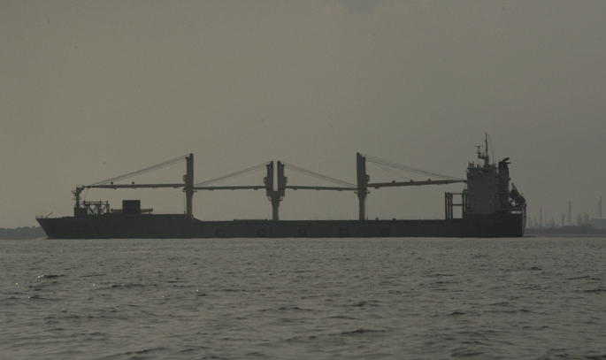 kapal besar menggoyang ombak dan hari (eeh)
