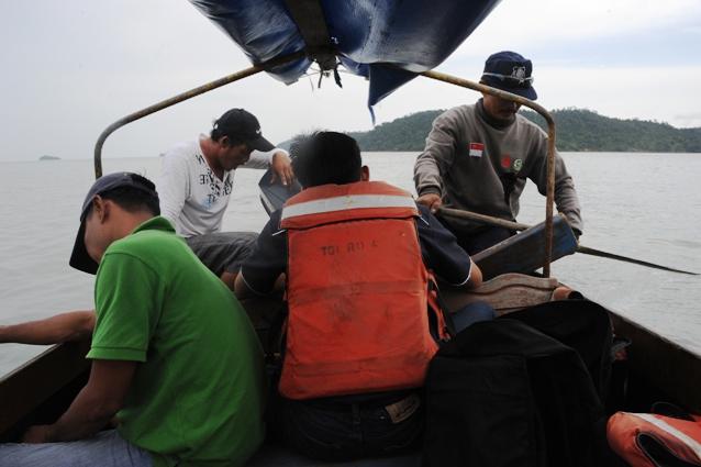 mendayung ke pulau Resam