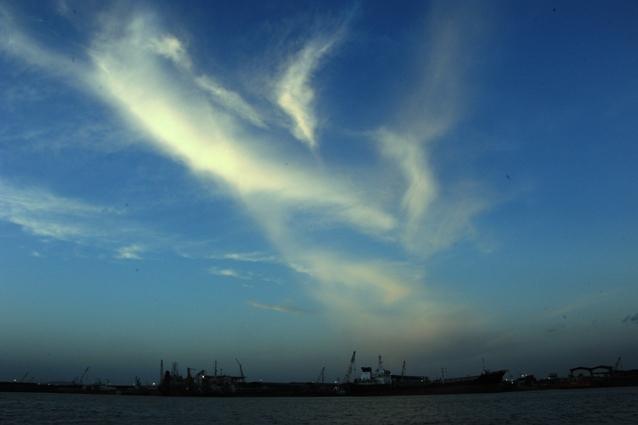 senja di pelabuhan Sagulung