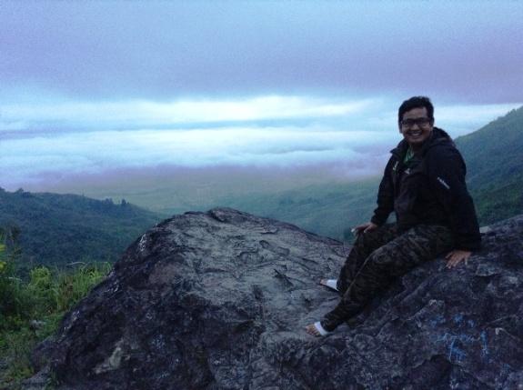 naik gunung pakai sendal gunung