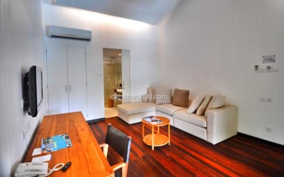 ruang tamu hangat di Riani Suite Beachfront