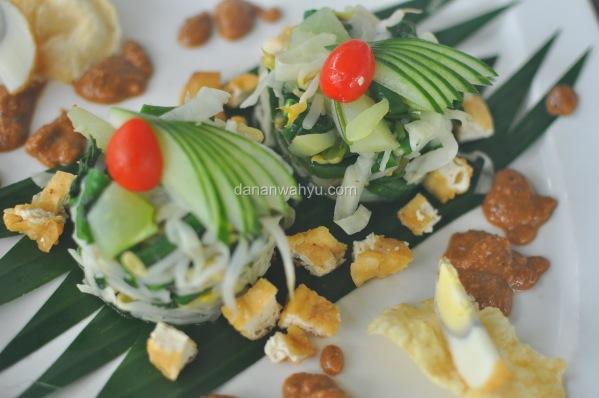 Pecal tampil cantik , appetizer kuliner tradisional Indonesia