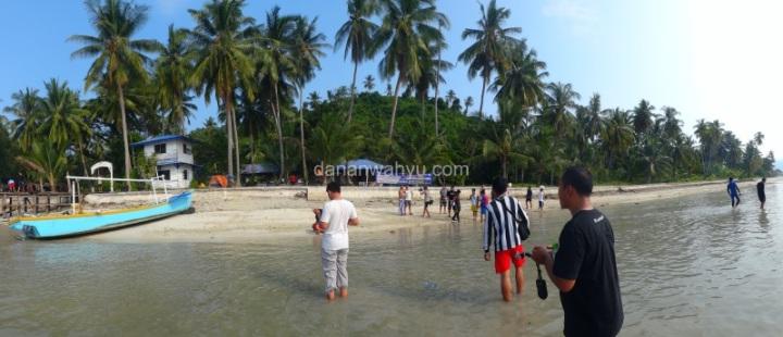 peserta Fun Dive dan Snorkeling sampai di pualu Balak