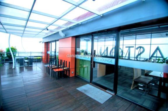 lounge di puncak gedung