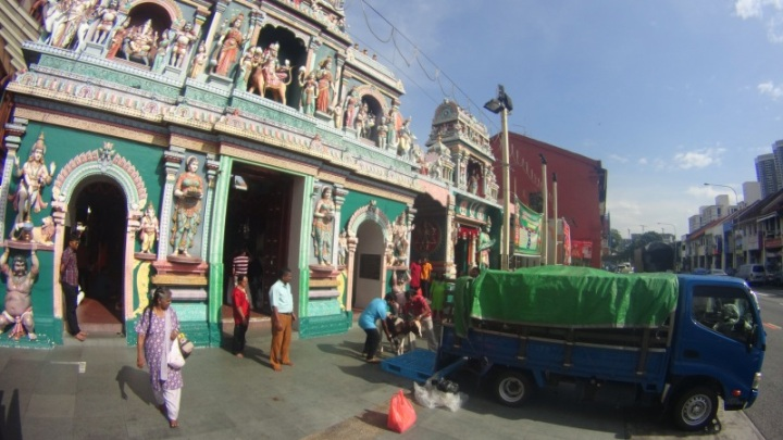 dekat  kuil Sri Vadapathira Kaliamann