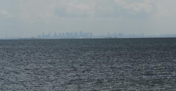 Singapura terlihat dari pulau Putri