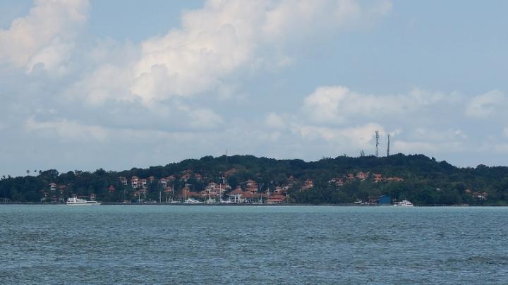 resort di sepanjang pantai Nongsa