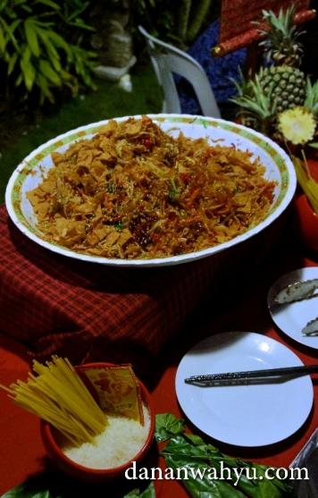 Yee Sang hidangan khusus Imlek