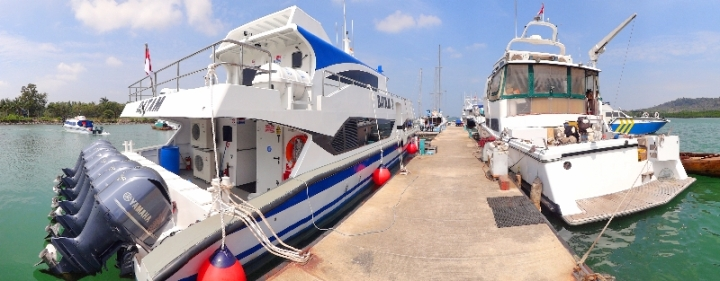 kapal di pelabuhan Marina Batam