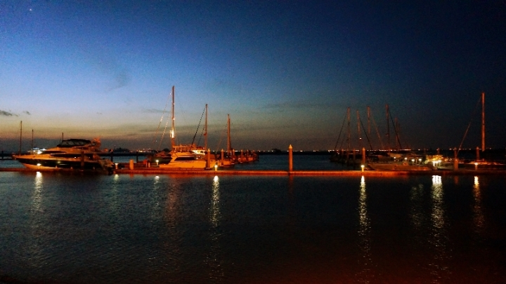 pelabuhan yacht di Nongs Point Marina Resort, Batam