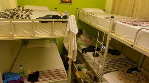 tidur berjamaah di hostel