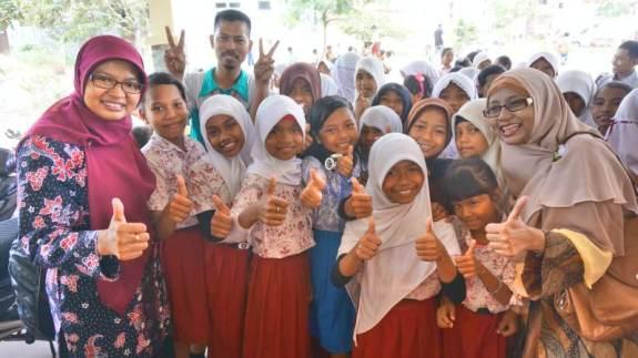 siswa dan relawan Kelas Inspirasi Batam