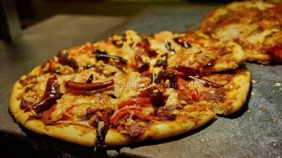 Pizza toping beef dan cabai kering