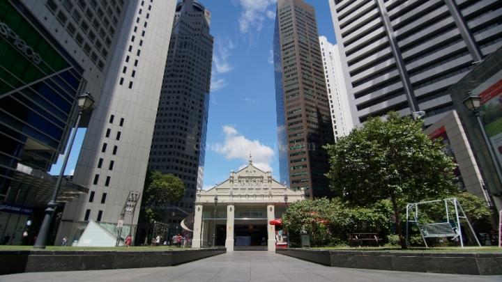 Raffles Place - taman di tengah gedung tinggi menjulang