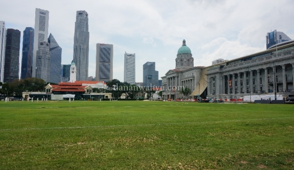 Lapangan Cricket di depan City Hall