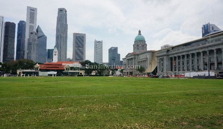 Lapangan Cricket di depan City Hall