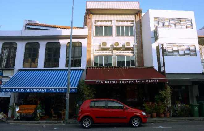 The Mitra satu blok di belakang Mitraa Inn