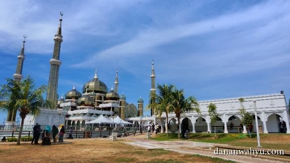 Masjid Kristal, ikon wisata reliji kota Kuala Terengganu, Malaysia
