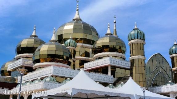 lima kubah Masjid Kristal