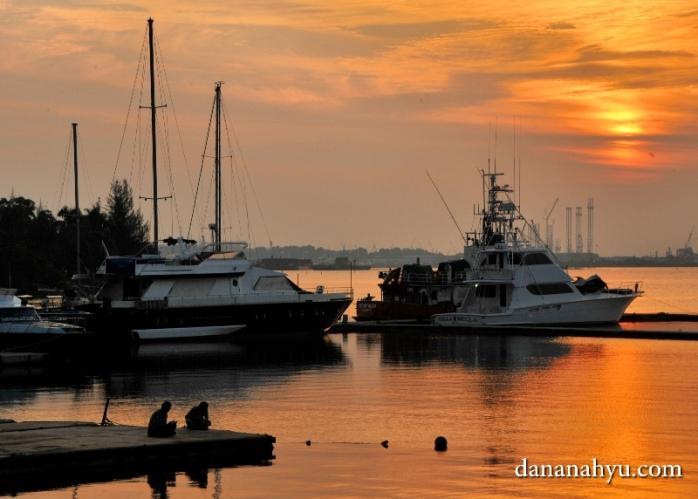 pemandangan pelabuhan Marina dari Harris Resort Waterfront Batam