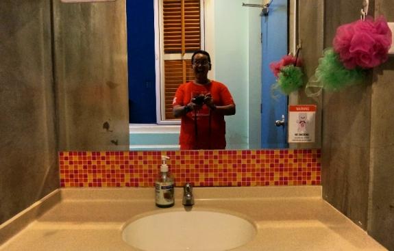 wastafel kamar mandi bisa untuk foto selfie