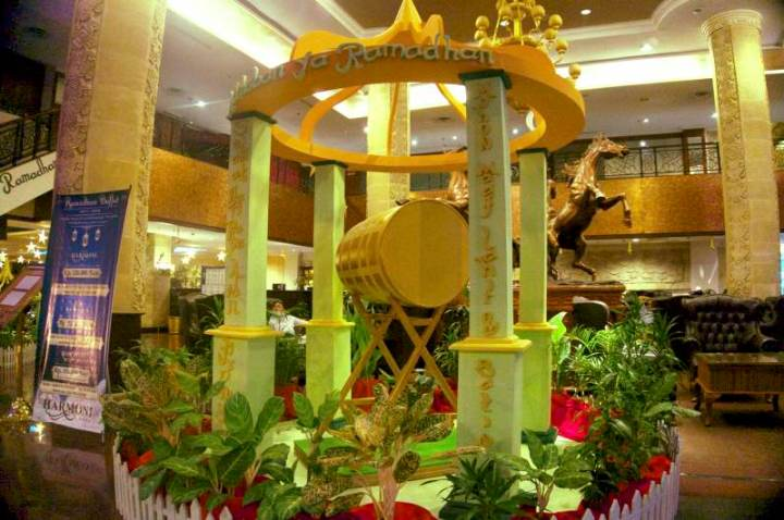 ornamen interior Hotel Harmoni di bulan Ramadhan