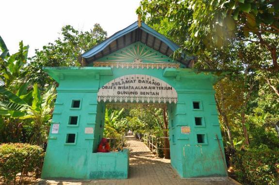 gerbang air terjung Gunung Bintan
