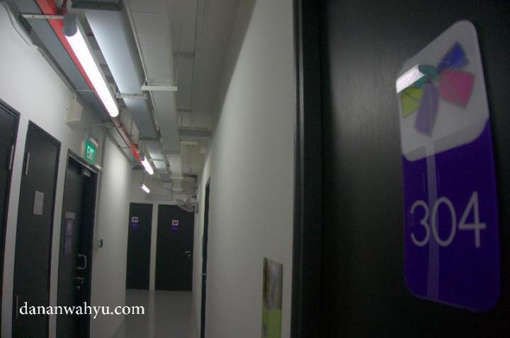 lorong-lorong kecil menuju kamar dengan pengamanan berlapis