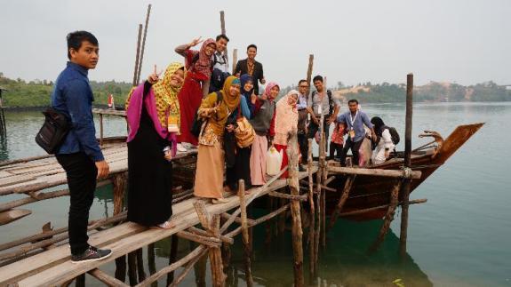 Relawan KIB siap menyebrang ke pulau Panjang