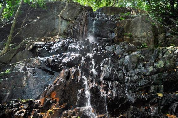 air terjun Gunung Bintan tak terlalu deras