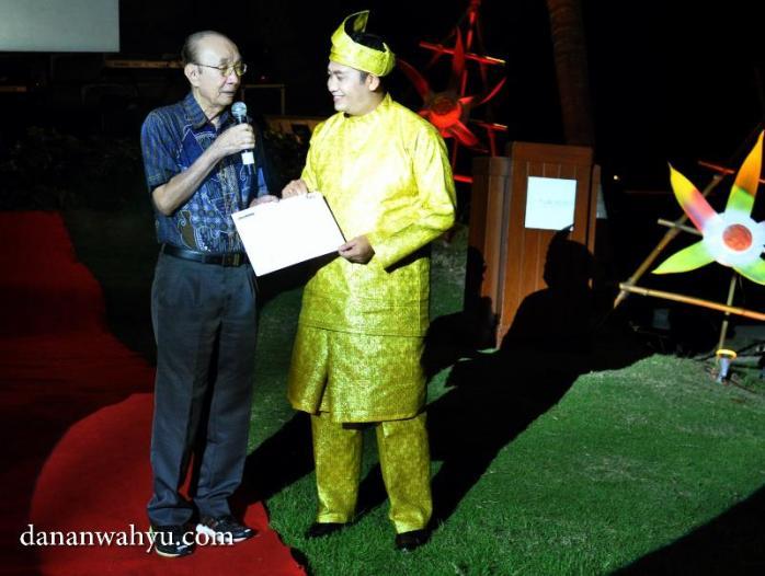 penghargaan seumur hidup kepada Mr. Joseph KS Tan