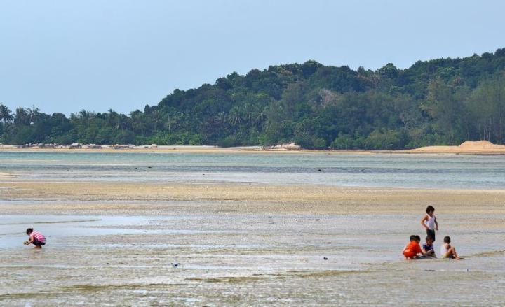 Pantai di Plasa Lagoi Bintan