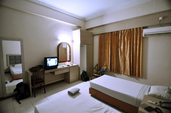 Hotel Furia : dekat pelabuhan, air hangat, bersih, kamar luas, strategis