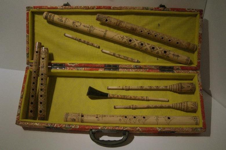 seperangkat saluang (alat musik tiup ) khas Minang