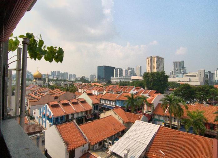 Kubah Masjid Sultan terlihar daei roof top belakang