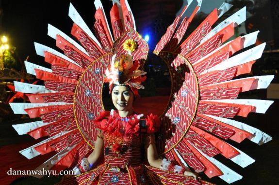 memasukan Batik sebagai ornamen baju karnaval