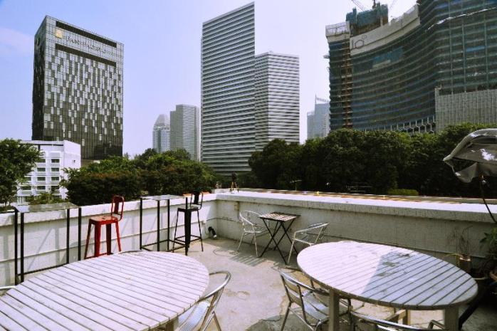 roof top depan - berfungsi sebagai ruang makan dan tempat nongkrong