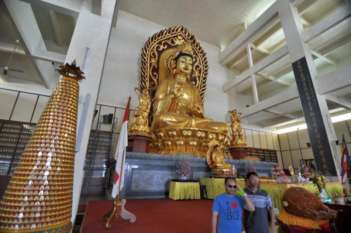 patung tembaga berlapis emas 22 karat