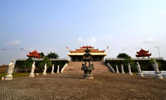halaman Vihara Avalokiteswara Graha super luas