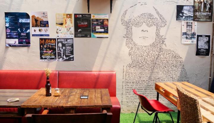 8Working Title Kafe - Orname interior mendaur ulang barang tak terpakai