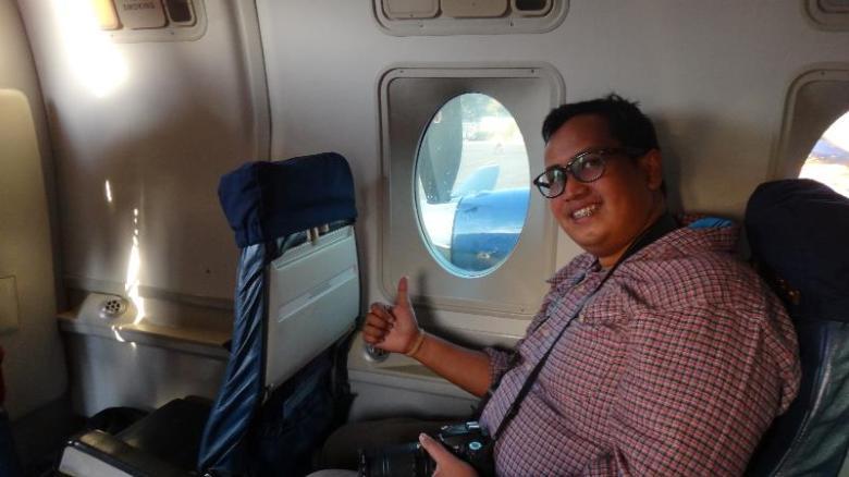 berpose di dalam Budha Air, menikmati Mountain Flight Tour