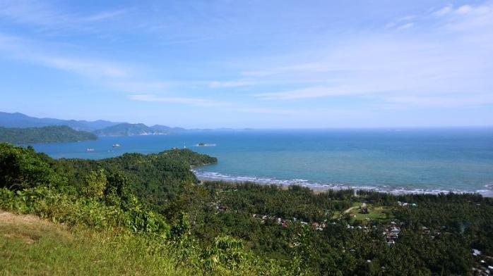 Pemandangan dari bukit Gado-Gado