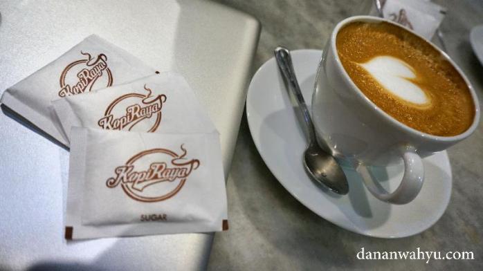 ditemani secangkir Caffee Americano