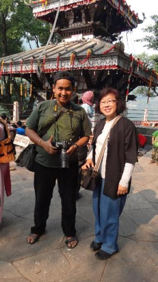 ke Pokhara berwisata budaya mengunjungi temple bersama bu HErlina